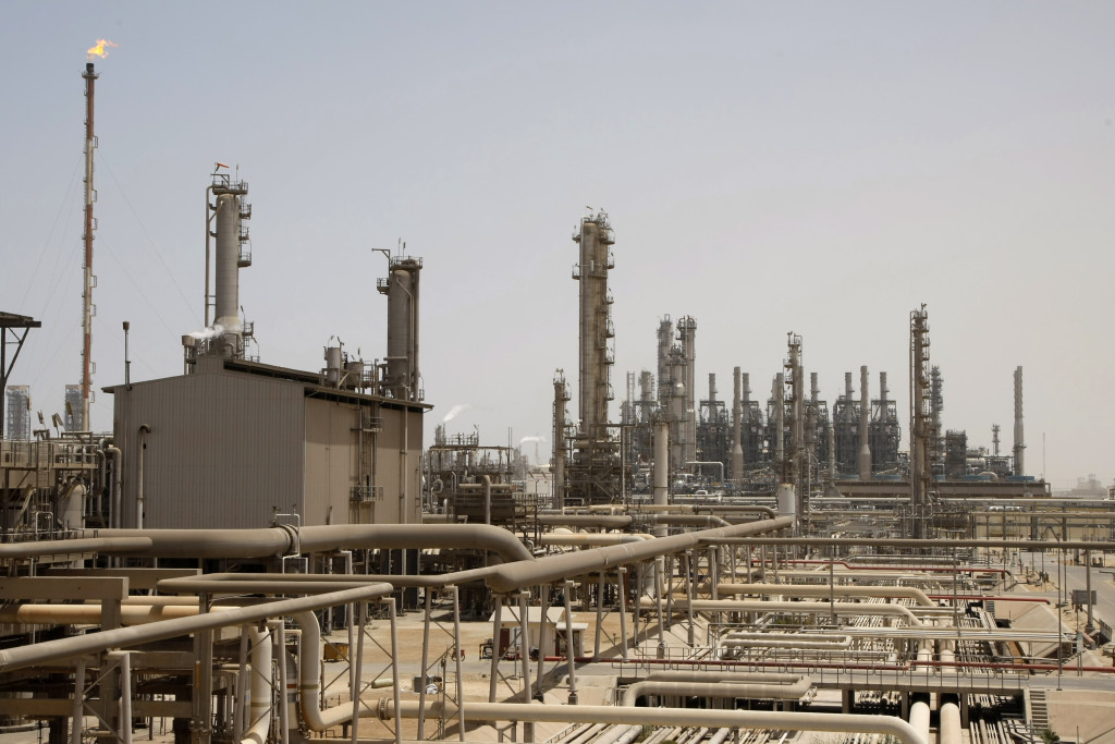 ap foto : hassan ammar : file - this may. 3, 2009 file photo shows an oil facility in jubeil, about 600 km from riyadh, saudi arabia. saudi arabia has arrested 113 suspected al-qaida members accused of planning attacks on oil facilities inside the kingdom, the interior ministry said wednesday march 24, 2010. (ap photo/hassan ammar, file) may. 3, 2009 file phot saudi-terror arrest automatarkiverad